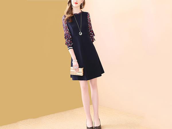 蕾丝提花袖连衣裙