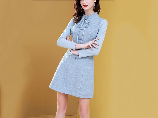 蓝色小香粗花呢连衣裙