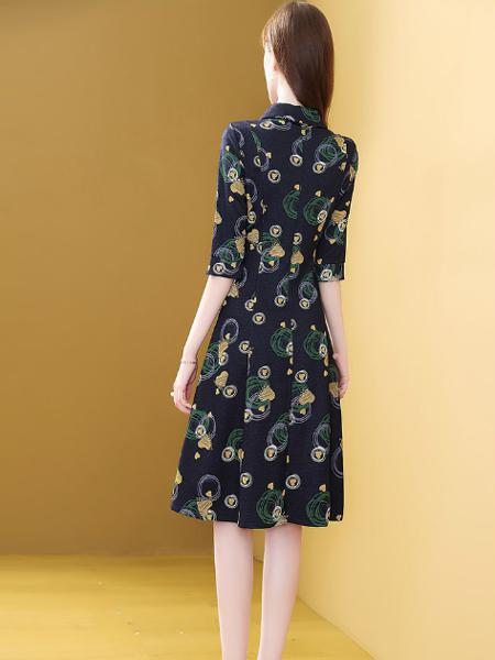 收腰修身中袖polo流行裙子