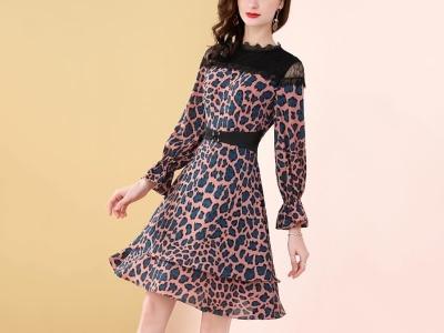 豹纹微露肩蕾丝拼接撞色优雅印花显瘦连衣裙