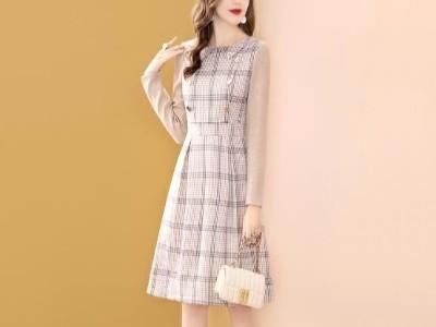 假两件连衣裙女冬季中长款款娃娃领长袖a字裙