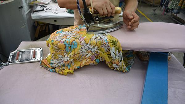 恒优女装连衣裙衣服上有褶皱怎么办?