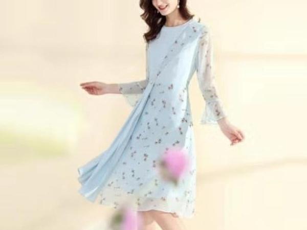 天蓝色压褶拼接雪纺甜美很仙连衣裙