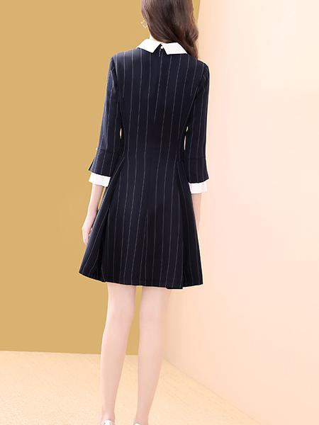 白色娃娃领蓝色条纹连衣裙展示图1