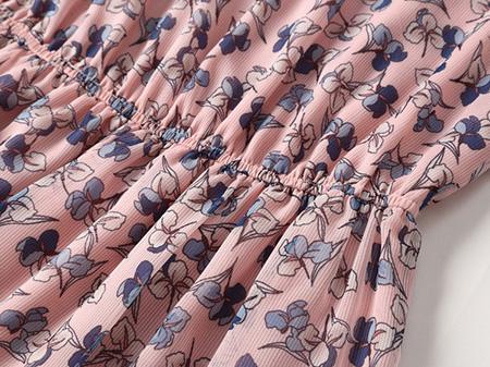 粉色碎花连衣裙细节1