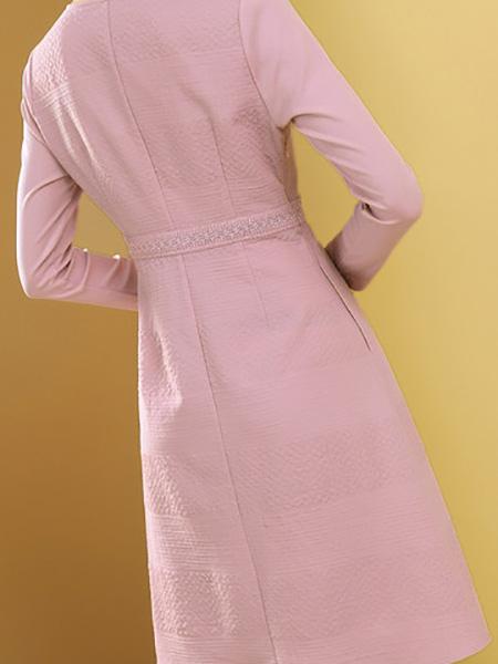 粉色提花连衣裙展示图1
