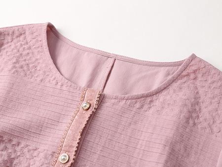 粉色提花连衣裙细节