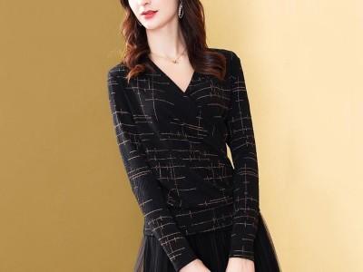 V领亮丝上衣女长袖修身显瘦时尚洋气针织T恤