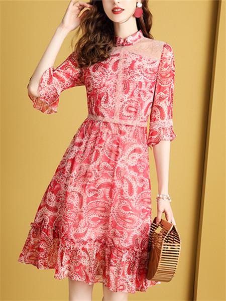 红色真丝连衣裙