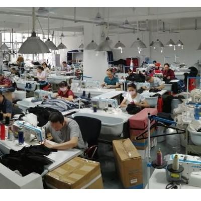 疫情之下的服装厂缝纫机依然轰隆隆的响过不停